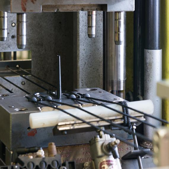 Overmoulding of cores for cords and hooks-Eurosandow-2